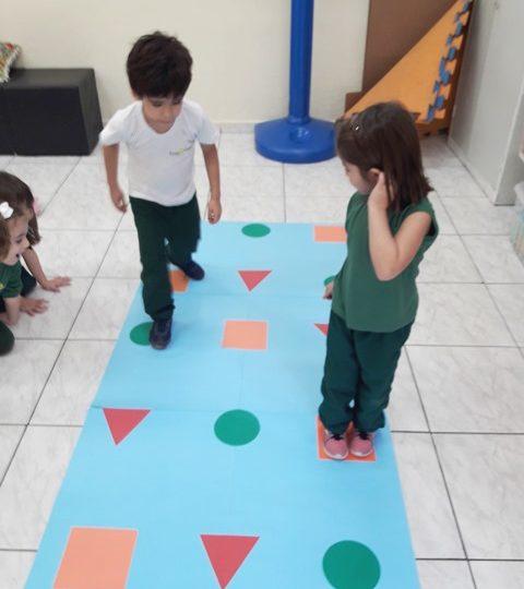 O jogo das formas geométricas – Jardim A manhã