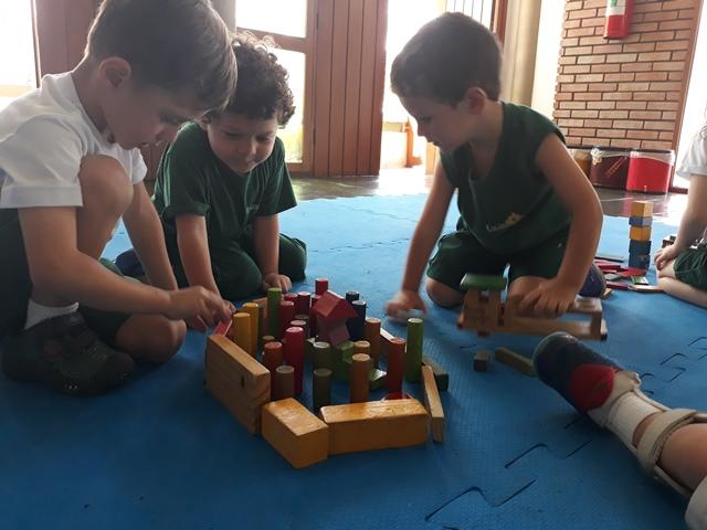 Vamos brincar com blocos lógicos? – Integral