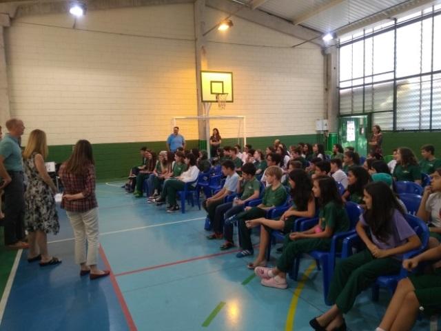 Escola Cristã recebe visita da família Young (parte 2) – PALESTRA AOS ALUNOS