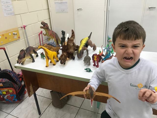 Dinossauros invadem o Pré A manhã