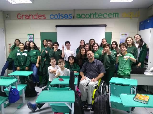 Atleta paraolímpico visita alunos do 8º ano