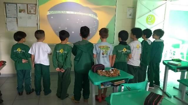 É prazeroso cantar o Hino Nacional Brasileiro – 1º, 2º e 3º anos