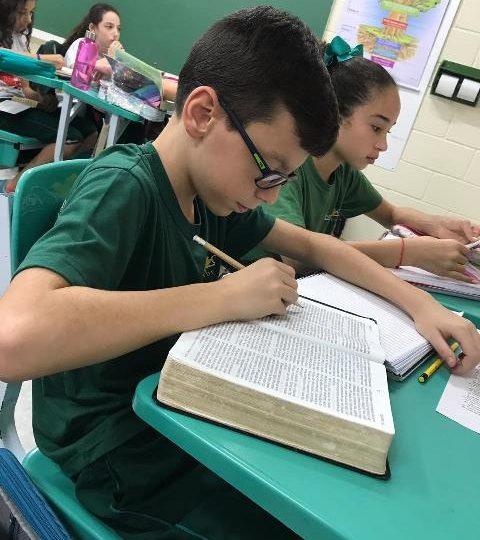 Analisando a Bíblia como documento histórico – 6º ano A