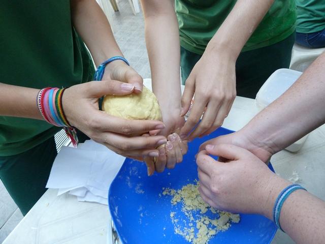 La combinación perfecta: ¡La cocina, la comida y el español! – 8º ano