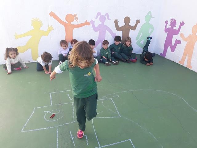 Estimular as crianças com brincadeiras – Maternal 3