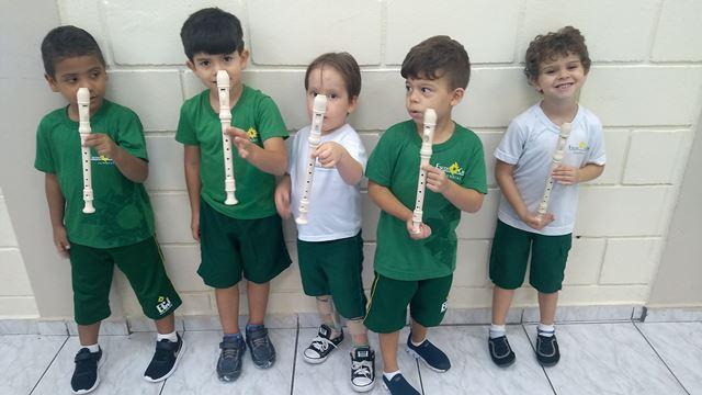 Tocar ou apitar a flauta? – Pré